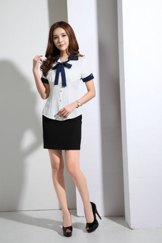 蝴蝶结衬衫